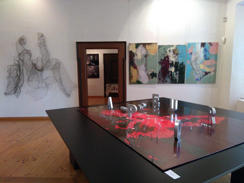 """Verok Gnos Werk """"Europa"""" in der Ausstellung """"#SalonEuropa im Hier und Jetzt: Schloss Tannenfeld - Inspiration und Wirklichkeit"""" im Sommer 2018 im Museum Burg Posterstein"""