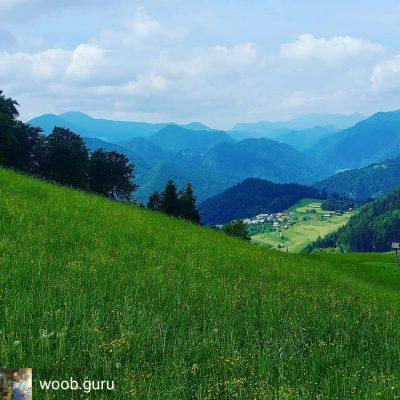 """""""Zwischen den Hügeln und  den Wolken. Die Škofjeloško-Hügel."""" postete Anton B. auf Instagram."""